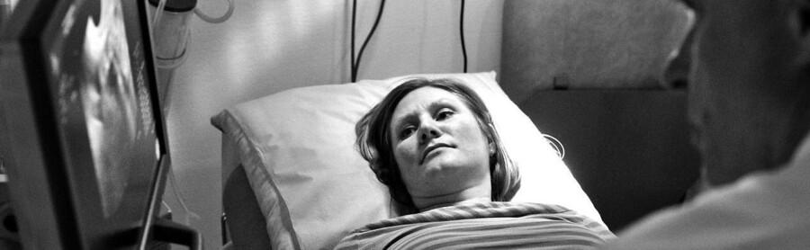 Danske kvinder kun få frosset deres æg ned på det offentliges regning, hvis de er i behandling for barnløshed, og højst i fem år. Ønsker de at få nedfrosset deres æg af andre årsager end fertilitetsproblemer, må de selv betale for de højst fem tilladte år.