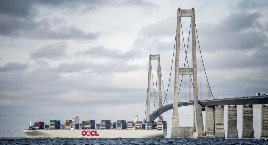 (ARKIV) Skib sejler under Storebæltsbroen, tirsdag den 27. februar 2018.