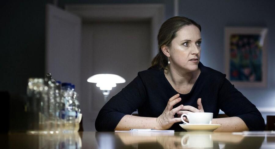 Justitsminister Karen Hækkerup ophæver fra næste uge den massive indsamling af oplysninger om danskernes internetbrug, fordi de mange data er ubrugelige. Arkivfoto: Liselotte Sabroe