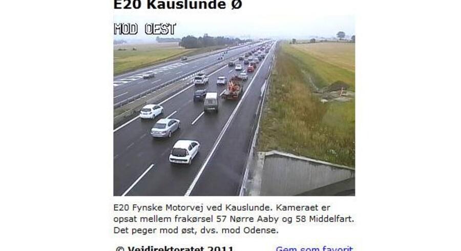Vejdirektoratet har et webcam sat op på E20 Fynske Motorvej ved Kauslunde. Kameraet er opsat mellem frakørsel 57 Nørre Aaby og 58 Middelfart. Det peger mod øst, dvs. mod Odense. Skærmbilledet er taget kl. 13.47 lørdag.