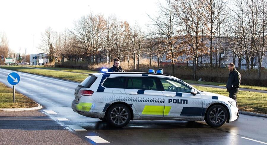 Politimand skudt ved Albertslund politistation. Politimanden var på vej på arbejde da skuddene faldt.