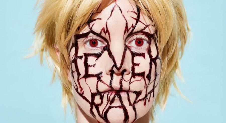 Svenske Fever Ray er Karin Dreijers soloprojekt. Hun arbejder også sammen med sin bror Olof i electro-duoen The Knife.