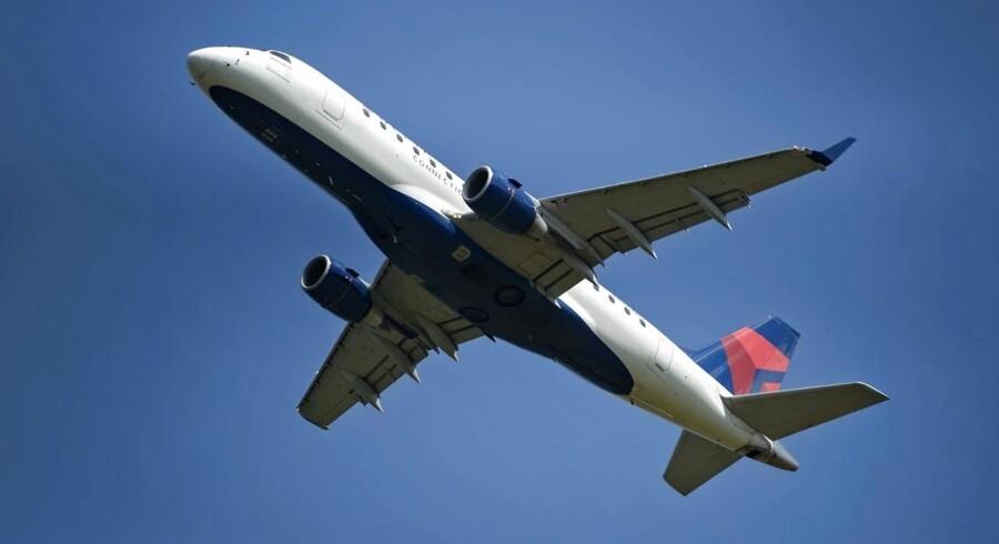 De amerikanske myndigheder har fredag sendt breve til flyselskaberne Delta, Jetblue, Southwest, American og United med krav om oplysninger om prissætningen for flybilletter i det nordøstlige USA, hvor togulykken skete.