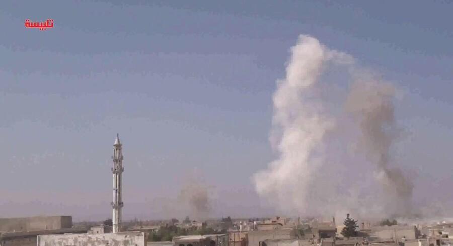 Rusland beskyldes for store civile tab under et luftangreb i Syrien.