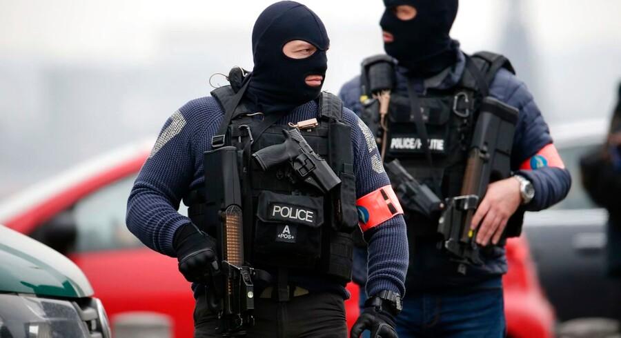 Specialstyrker i Bruxelles 26. marts i forbindelse med efterforskningen af terrorangrebet i den belgiske hovedstad, der trækker tråde til Paris, som blev ramt november 2015.