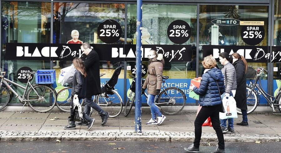 Kapløb om de gode tilbud, begrænsede varer i butikken og rabatter opgjort i procenter, er nogle af de trick, butikkerne bruger for at få os til at købe mere.