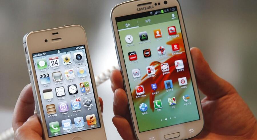 En iPhone 4S til venstre og en Samsung Galaxy SIII til højre. Begge bruger RAM fra Samsung