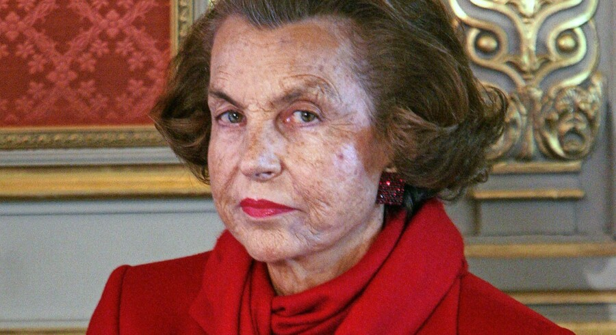"(FILES) This file photo taken on April 18, 2005 shows France's richest woman, Liliane Bettencourt posing at the Elysee Palace in Paris. L'Oreal heiress Liliane Bettencourt, the world's richest woman, has died at the age of 94, her family said on September 21, 2017. ""Liliane Bettencourt died last night at home, "" her daughter said in a statement. / AFP PHOTO / FILES / PATRICK KOVARIK"