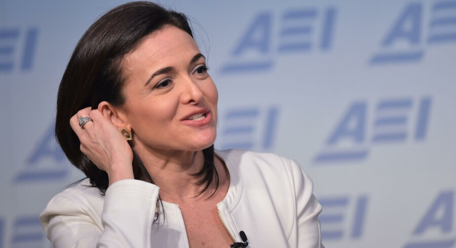 Facebooks næstkommanderende, Sheryl Sandberg, er en af verdens mest indflydelsesrige kvinder og er ofte ude som taler. Her fra juni i år hos American Enterprise Institute for Public Policy Research i Washington, DC. (Foto: Mandel Ngan/AFP)