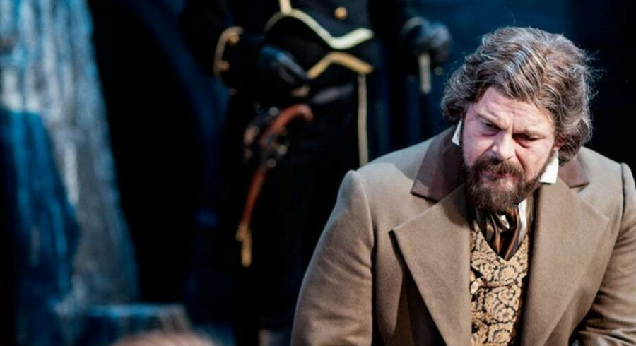"Stig Rossens flotte stemme forgylder ""Les Misérables"". Foto: Aarhus Teater."