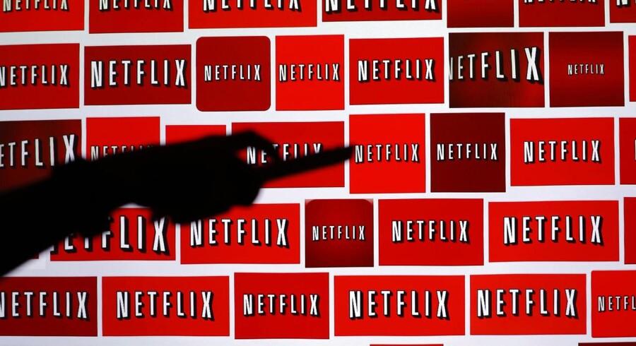 Den amerikanske netfilmtjeneste Netflix er på snart tre år blevet den største, kommercielle streamingtjeneste i Danmark - men her er den også den dyreste i verden. Arkivfoto: Mike Blake, Reuters/Scanpix