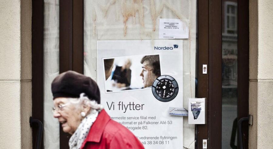 De større danske banker som Nordea og Danske Bank lukker flere og flere filialer for at spare.
