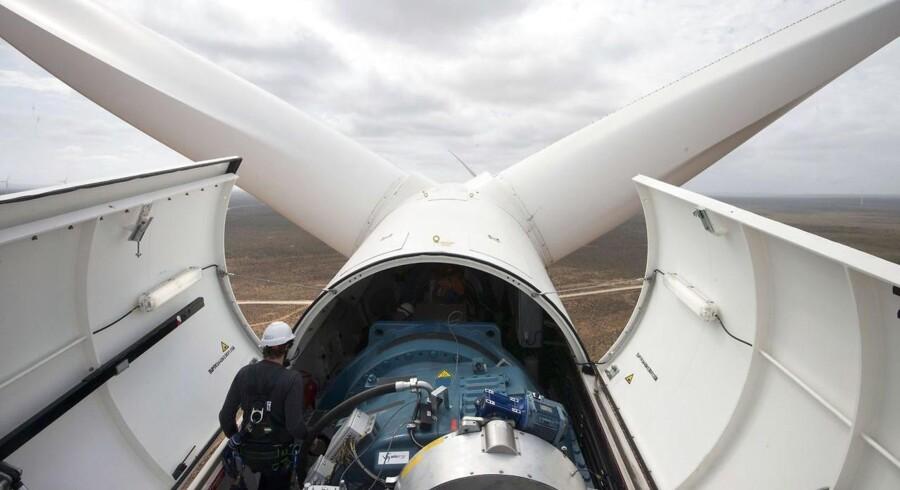 Den tyske vindmølleproducent Siemens Wind Power har vundet en ordre på levering 84 vindmøller på samlet 588 megawatt til havmølleparken Beatrice i Skotland. (AFP PHOTO / RODGER BOSCH)