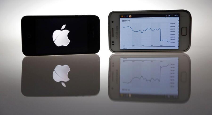 Arkivfoto. Apple, der er verdens mest værdifulde elektronikvirksomhed vs. Samsung, der er mest værdifuld på de asiatiske vækstmarkeder.