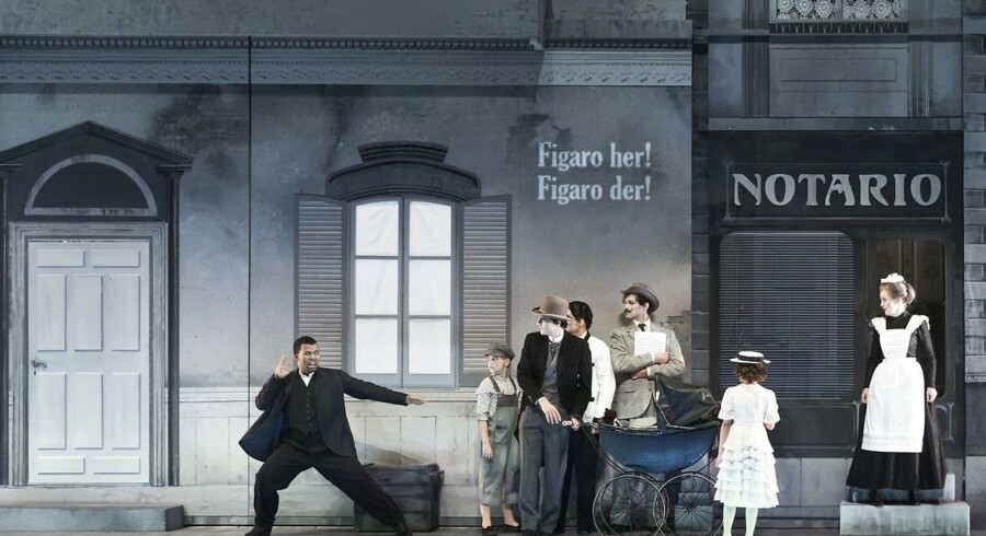 »Barberen i Sevilla« på Operaen er utrolig sød og sjov og endda dybt sanselig mange steder, skriver Berlingskes anmelder.