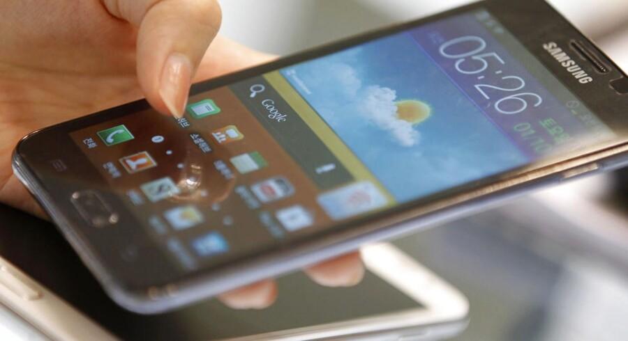 Samsung er danskernes foretrukne mobilmærke, og Android er klart det mest købte styresystem. Her en af de større smartphonetelefoner, Samsungs Galaxy Note med Android. Arkivfoto: Lee Jae-Won, Reuters/Scanpix