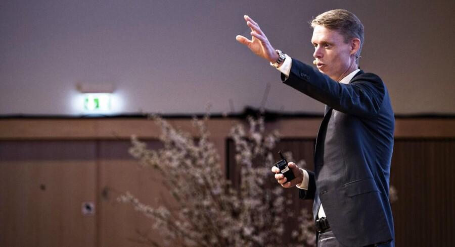 Henrik Poulsen, adm. direktør i DONG Energy, afholdt i går energiselskabets første kapitalmarkedsdag, hvor han blandt andet delte nogle få oplysninger om DONG igangværende oliesalg.