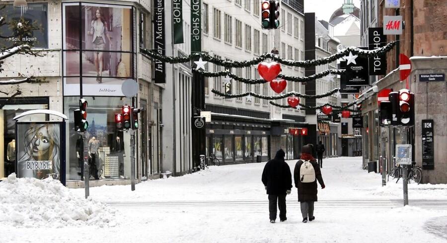 Sidste gang vi havde hvid jul i Danmark var i 2010. Her ses et billede fra strøget i København den 24. december 2010. (Foto: Brian Bergmann/Scanpix 2010)