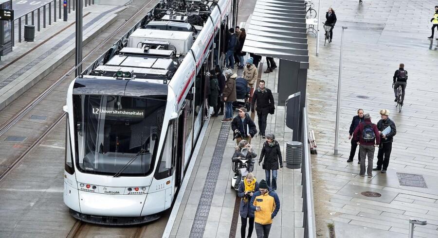(ARKIV) Letbanen i Aarhus kører nu på skinner mellem hovedbanegården og Aarhus Universitetshospital. Men der har været mange bump på vejen, før banen fik lov til at medtage passagerer. (Foto: Henning Bagger/Ritzau Scanpix)