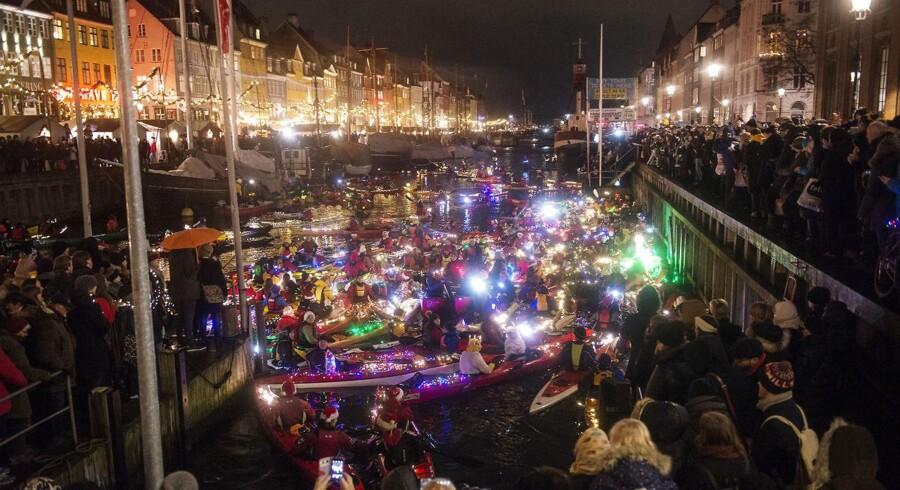 Luciaoptog i kajak gennem København, onsdag den 13. december, 2017. Lucia i kajak gennemføres igen i 2017 i Københavns kanaler. Her deltager både private og kajakklubber med lys på bådene, mens der synges gennem kanalerne.