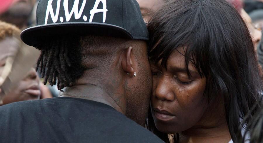 To betjentes drab på en sort mand har udløst store protester i USA. Nu går justitsministeriet ind i sagen. Sandra Sterling mistede sin nevø, Alton Sterling, i Baton Rouge, Louisiana.