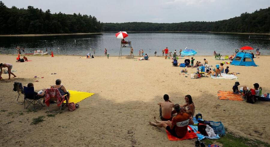 Turisternes tis truer »Walden Pond« - den sø, som forfatteren Henry David Thoreau gjorde berømt i 1854 med bogen »Livet i skovene«, hvori han advokerede for at leve mere i pagt med naturen.