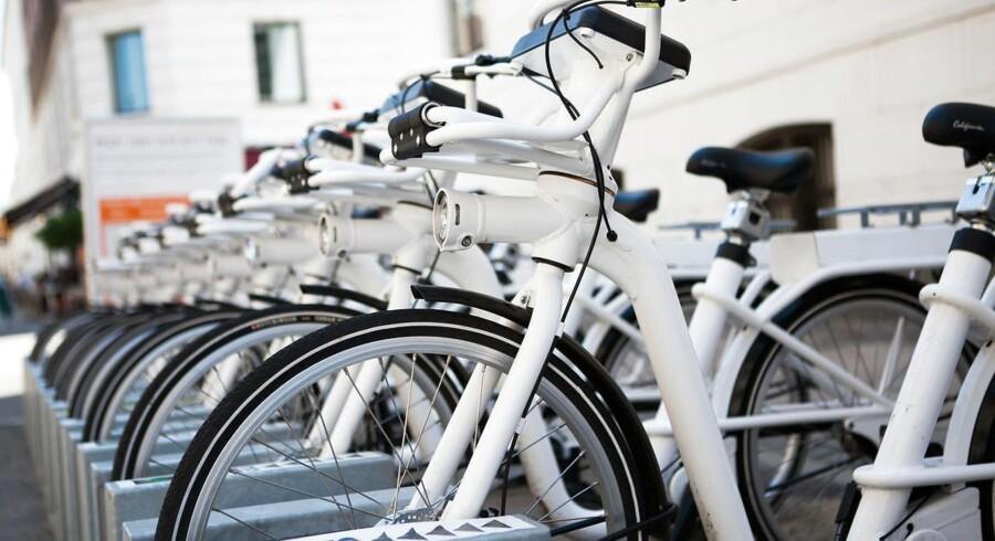 De hvide bycykler har den seneste måned været udsat for så omfattende hærværk, at omkring halvdelen af selskabets cirka 1.800 cykler er blevet kørt tilbage på værkstedet.