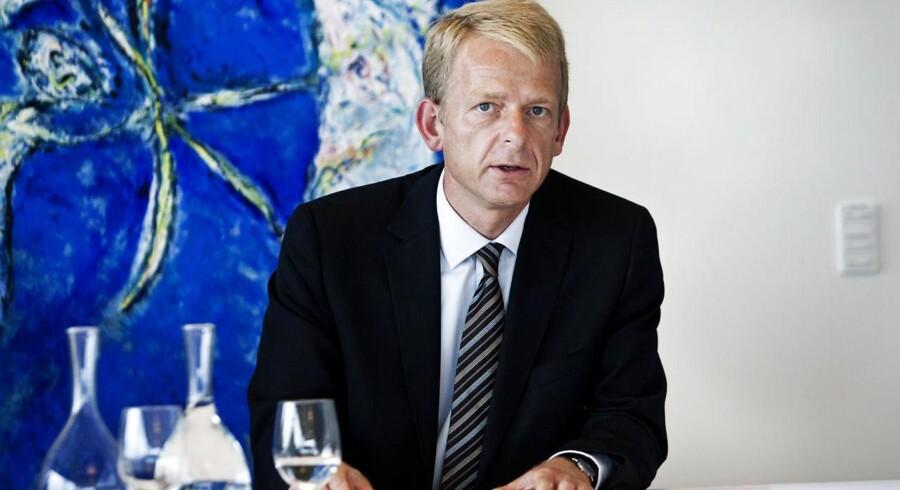 Finansdirektør hos Novo A/S, Bjarne Graven Larsen forlader virksomheden efter blot 7 måneder, idet han har fået et tilbud, han ikke kunne sige nej til. »Der er nogle forskellige hensyn, der gør, at jeg først senere vil kunne oplyse, hvilket job jeg kommer til at tiltræde, forklarer han.«