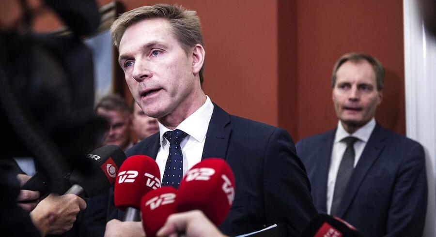 Kristian Thulesen Dahl er tilfreds med, at LA dropper trusler mod finansloven. DF vil forhandle videre, men står fast på paradigmeskift i udlændingepolitikken.