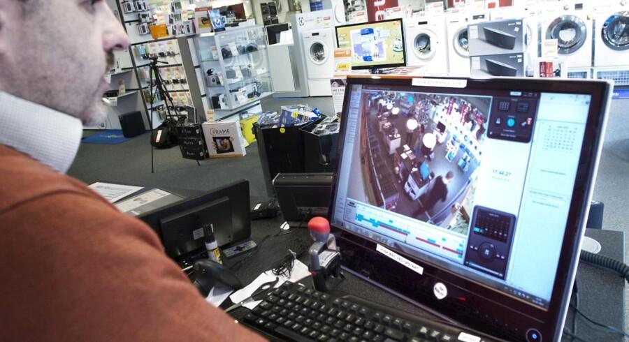 Ejer elektronik-forretning i Holbæk risikerer bøde, fordi han har lagt video på FB af tyve, som bestjæler ham.