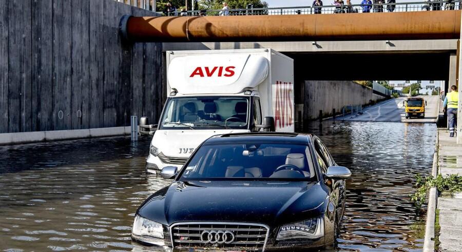 Søndag d. 17. september 2017 blev Helsingørmotovejen lige inden Hans Knudsens Plads endnu engang oversvømmet, efter et voldsomt uvejr havde ramt København med store mængder regn og hagl. Tre biler sad fast i vandmasserne.. (Foto: Bax Lindhardt/Scanpix 2017)