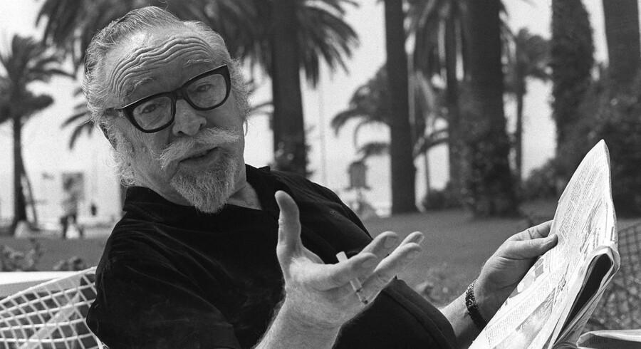 ARKIVFOTO: Den amerikanske manuskriptforfatter Dalton Trumbo under filmfestivalen i Cannes i 1971. I øjeblikket kører filmen »Trumbo« om filmmanuskriptforfatteren og kommunistjagten under Den Kolde Krig. Filmen skildrer de filmfolk, der blev trukket til forhør, som helte, og kommunistjægerne som skurke. Der er stort set enighed blandt amerikanske historikere om, at denne fremstilling ikke er rigtig.