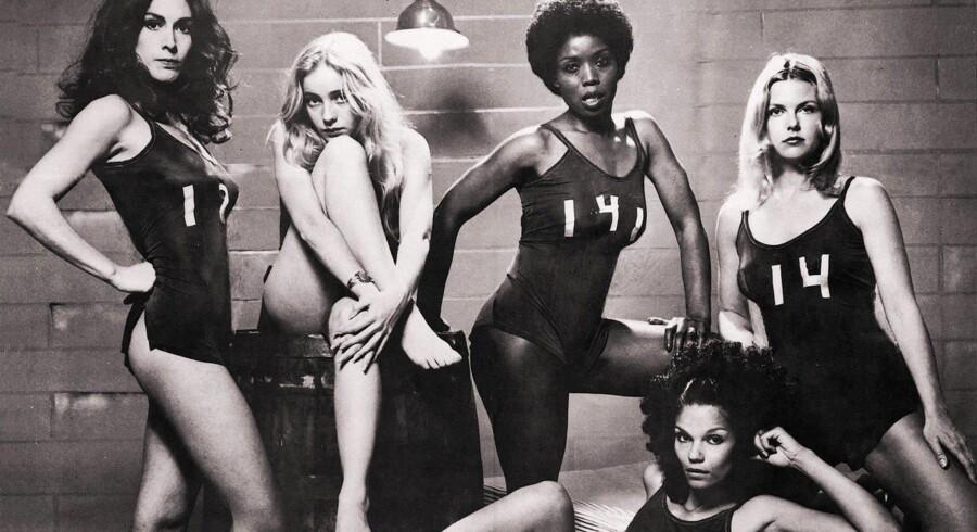 De stakkels indsatte i kvindefængslet udsættes i Roger Cormans »Caged Heat« fra 1974 for lidt af hvert af sadistiske fangevogtere.