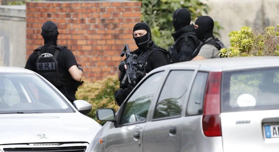Fransk politi har anholdt en i forbindelse med angrebet på en kirke, hvor en præst blev dræbt.