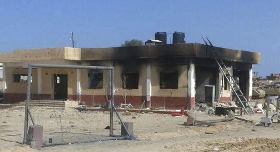 Mindst 30 blev torsdag dræbt i det nordlige Sinai under angreb foretaget af en islamistisk gruppe, der bekender sig til Islamisk Stat.