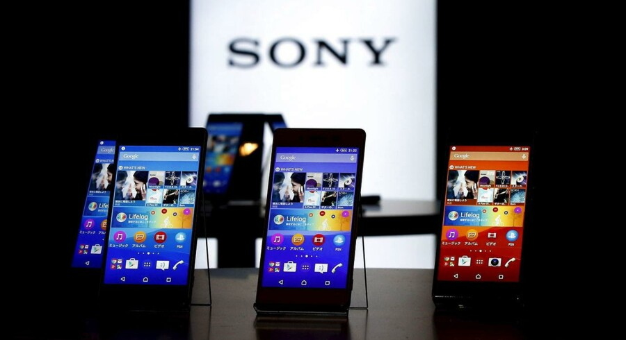 Sonys nye toptelefon, Xperia Z4, har en skærm på 5,2 tommer og er udført i aluminiumsramme. Den blev vist frem mandag morgen. Foto: Toru Hanai, Reuters/Scanpix