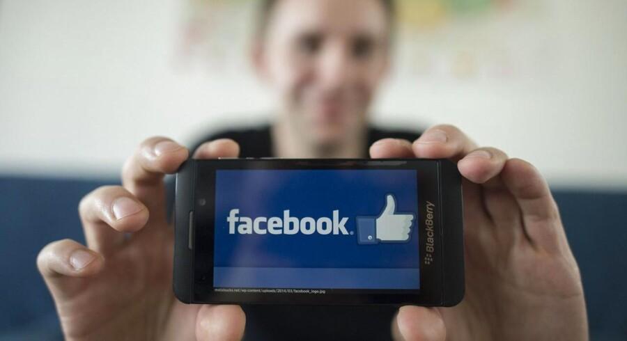Max Schrems repræsenterer i dag 25.000 personer i en retssal i Wien, hvor et massesøgsmål anklager Facebook for at krænke brugernes privatliv.