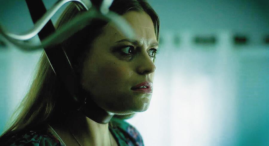 Filminstruktøren Marianna Palka spiller selv rollen som husmoren, der meget bogstaveligt går i hundene i Palkas film »Bitch«, der vises på CPH PIX.