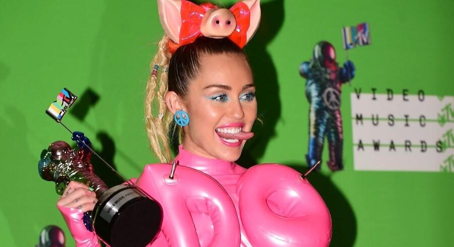 Miley Cyrus ved sin sidste opsigtsvækkende fremtræden - som vært ved MTV-priserne.