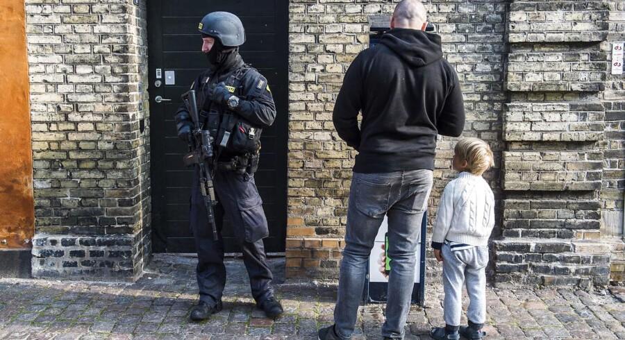 Politi ved Østre Landsret - der afsiger sin afgørelse i en grov sag om kidnapning og afpresning.