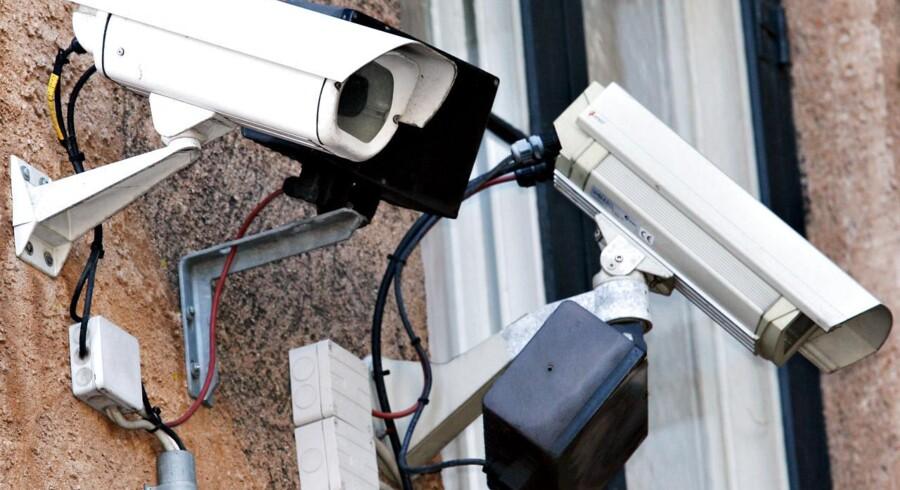 Overvågning er normalt ret synlig - men på nettet er det svært at opdage, hvilke oplysninger, der bliver indsamlet om en.