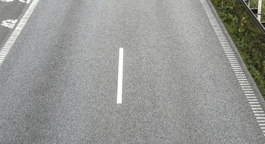 Omkring 10000 flasker blev spredt udover en 700 meter strækning ved afkørsel 55 Horsens - det gav lidt »trafikalt bøvl«, men burde nu være løst.