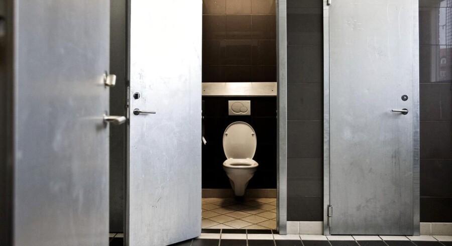 Skoleelever undgår toiletterne, fordi de er for uhumske.