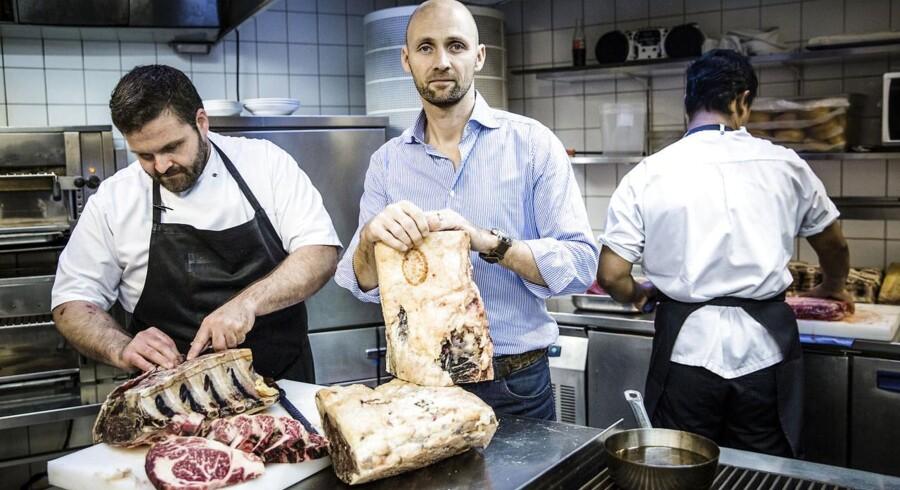 Jesper Boelskifte (i midten) er medstifter og administrerende direktør hos Copenhagen Concepts, der blandt andet står bag Mash-restauranterne. Her er han i Mash-køkkenet i Bredgade i København.
