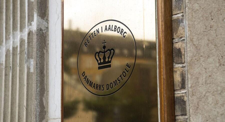 Retten i Aalborg har i dag dømt Siemens til at betale tre tidligere ansatte henholdsvis 251.842, 03 kr., 509.554, 17 kr. og 136.007, 52 kr. Sagerne anlagt af tre tidligere ansatte mod Siemens Wind Power A/S. Sagerne drejede sig om, hvorvidt de ansatte havde pådraget sig erhvervsbetingede lidelser under arbejdet hos Siemens, og om Siemens var erstatningsansvarlig.