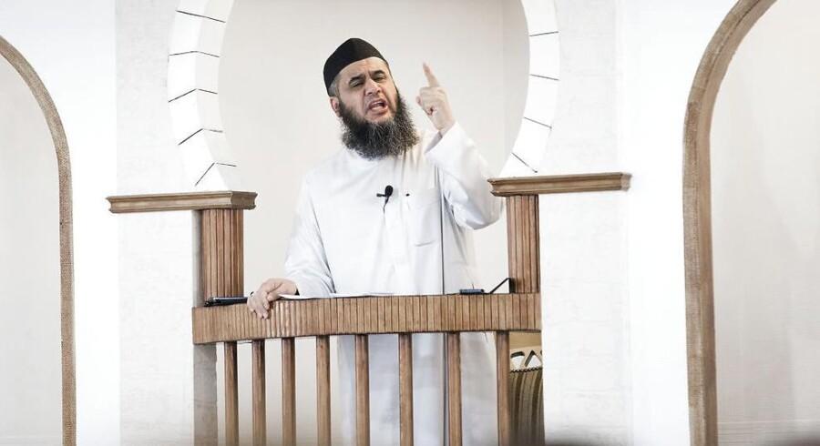 ARKIVFOTO. Abu Bilal prædiker i Grimhøjmoskéen.
