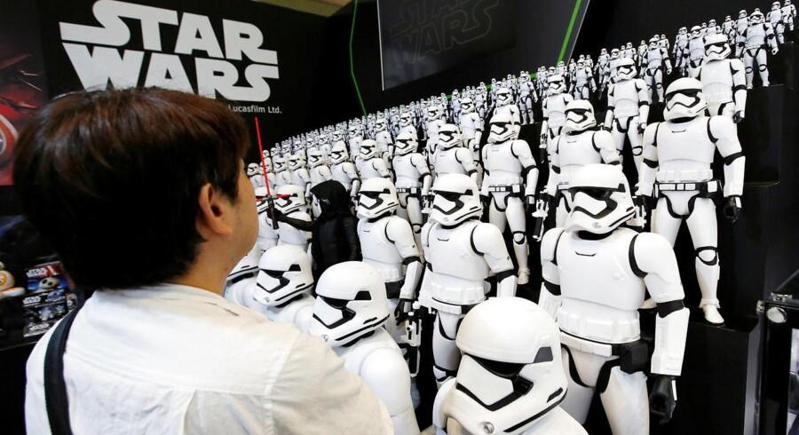 Legetøjsproducenten Hasbro løftes af blandt andre en stigende indtjening fra Disney-partnerskabet og efterspørgsel efter produkter relateret til Star Wars.