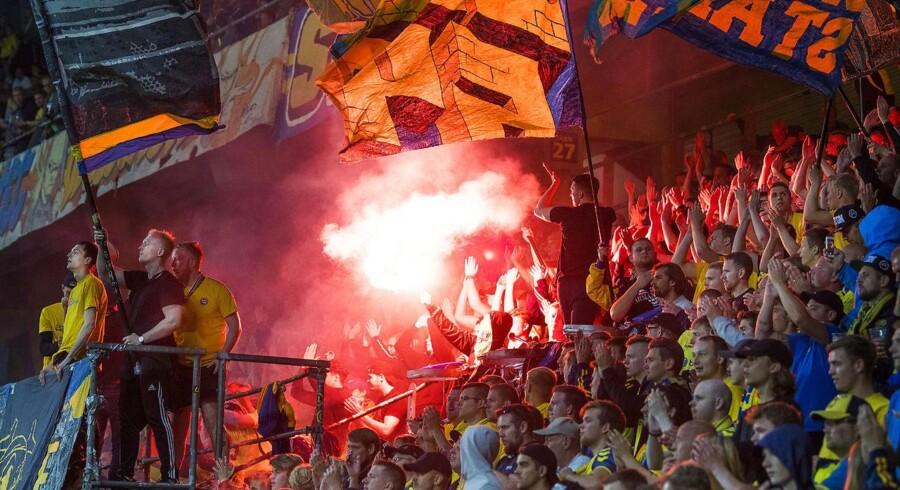 »Efter de samtaler og garantier for medrejsende Brøndby-fans' sikkerhed, har vi valgt at takke ja til billetter til udebaneafsnittet på Stadion Poljud i Split«, meddeler Brøndby.