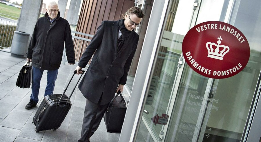 Vestre Landsret i Viborg behandlede senest sagen om swap-aftalen mellem Jyske Bank og Engskoven i Skødstrup. Her ses advokat for Engskoven Thomas Schioldan forrest samt foreningens talsmand Lund Poulsen.