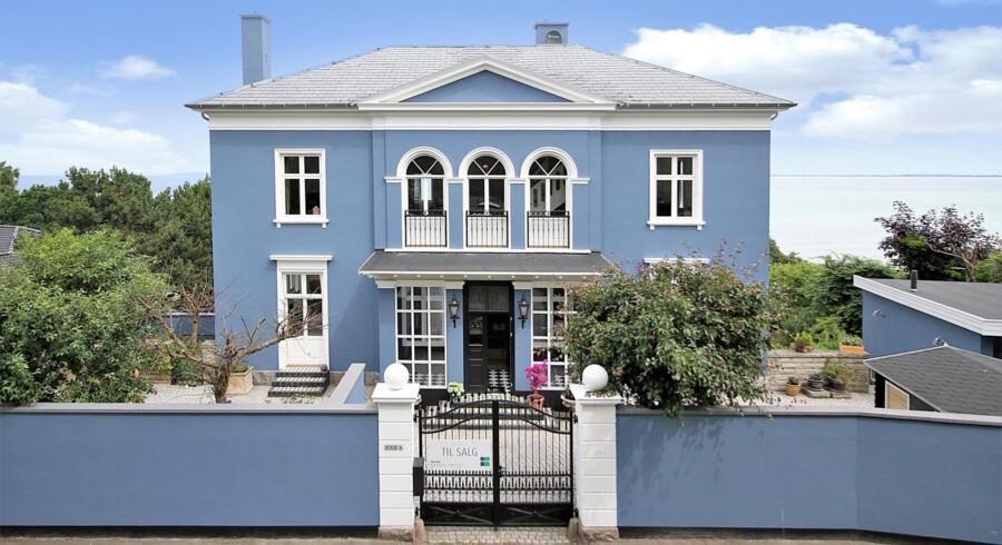På Nordre Strandvej i Hornbæk ligger dette fritidshus, der koster 25 millioner kr. Foto: Nybolig Liebhaver – Peter Leander